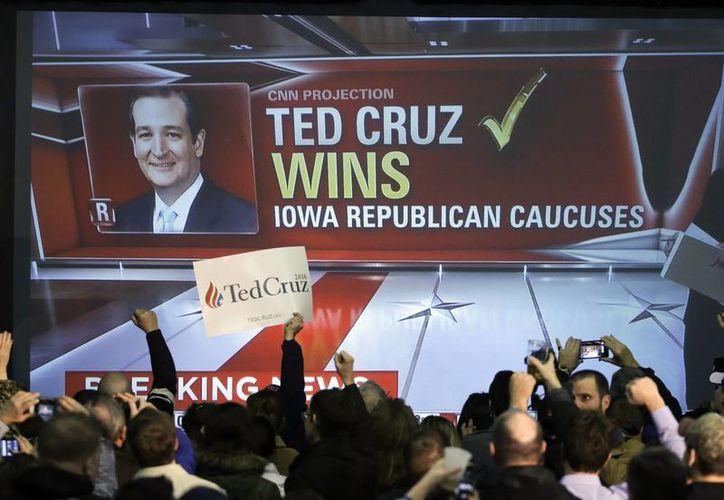 El aspirante republicano Ted Cruz, de ascendencia cubana, obtuvo la mayoría de los votos en las elecciones primarias en Iowa, derrotando así al magnate Donald Trump. (AP)
