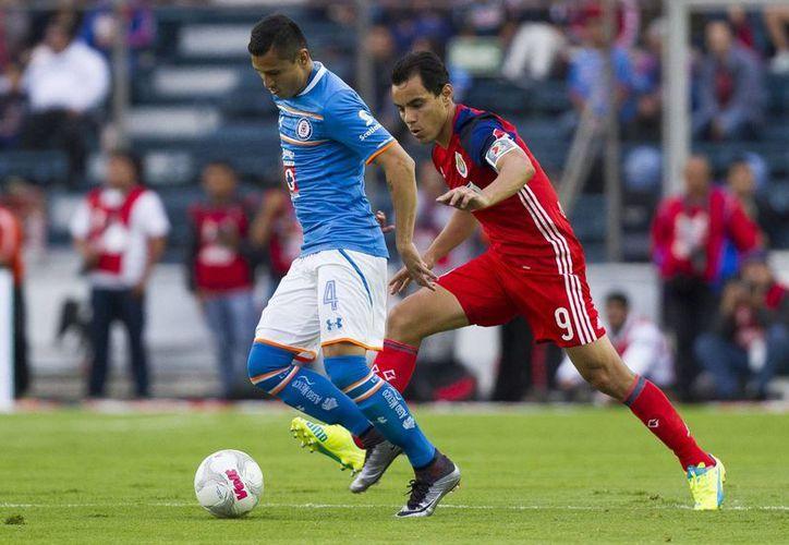 Cruz Azul y Guadalajara ofrecieron un duelo trepidante a los aficionados que se dieron cita la tarde de este sábado en el estadio Azul de la Ciudad de México. Los cartones quedaron: 1-1 (Imágenes de Notimex)