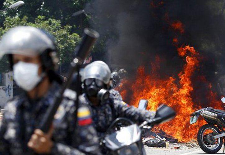 En Venezuela 121 personas han perdido la vida y otras 1,958 han resultado heridas. (AP).