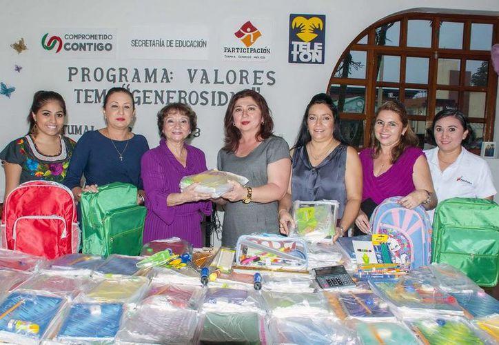 Se entregaron 577 artículos escolares entre mochilas, folders, libros de actividades, diccionarios, caja de colores, juegos de mesa, entre otros. (Redacción/SIPSE)