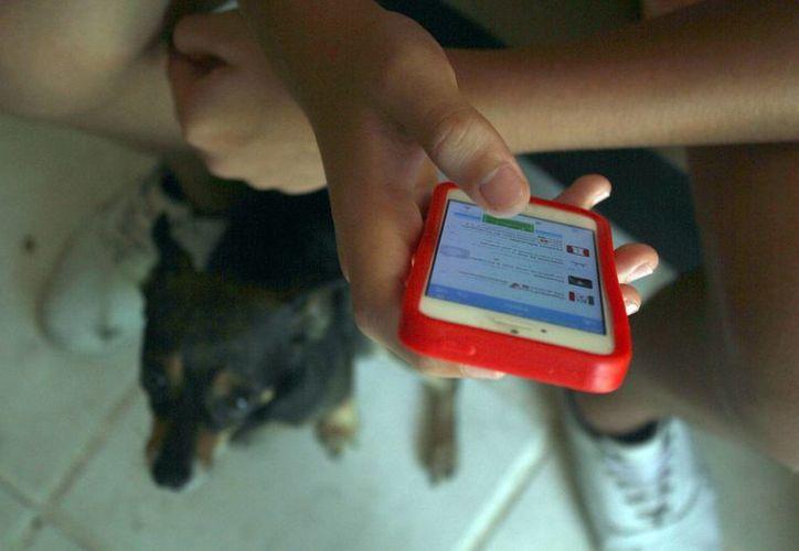 Los menores utilizan las redes sociales por varias horas. (Sergio Orozco/SIPSE)