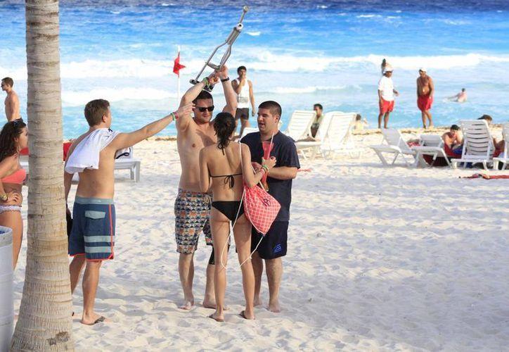 """Esta temporada se implementa el operativo """"Verano Seguro"""" donde se implementa la presencia de guardavidas en Cancún. (Sergio Orozco/SIPSE)"""