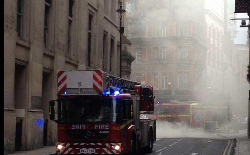 Gran incendio en el centro de Londres