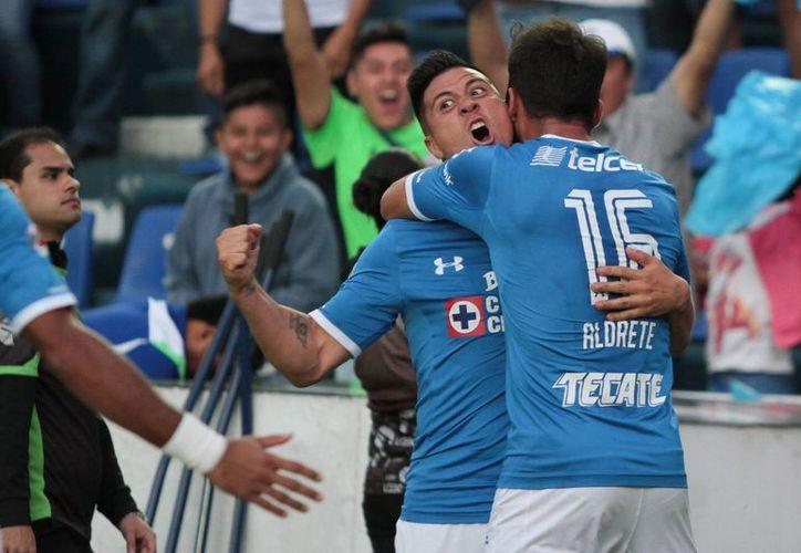 Ante un irregular inicio de torneo, los azules consiguieron un respiro al vence 3-1 al Santos, Laguna (Notimex)