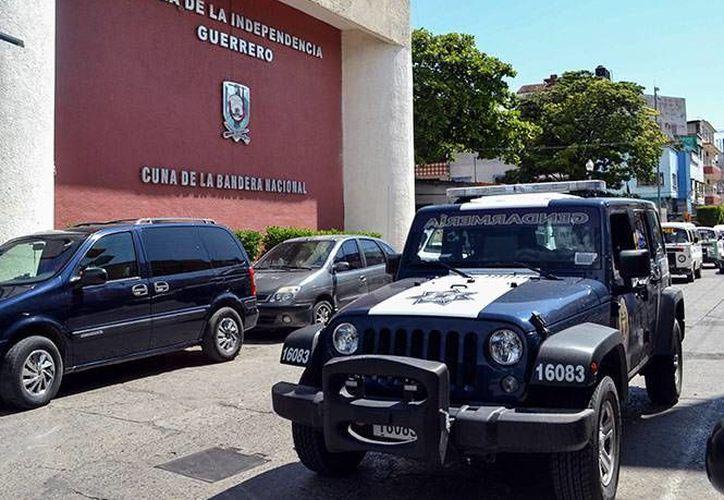 El presidente municipal de Iguala, Silviano Mendiola Pérez, tomó protesta de ley al nuevo secretario de Seguridad Pública del municipio. (Twitter/@DAVIDROMEROVARA)