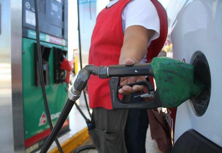 Los precios máximos de la gasolina por regiones serán publicados en la página web de la Comisión Reguladora de Energía. (Archivo/Notimex)