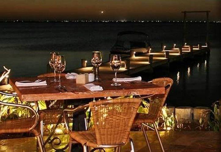 Algunos locales elegirán festejar el año nuevo con una cena en cualquiera de los hoteles del destino. (Cortesía/mexicancaribbean.com)