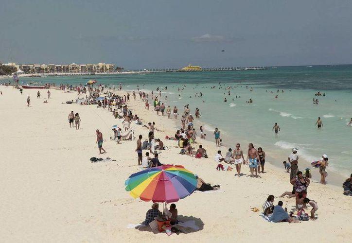 Con las playas de fácil acceso se promueve la convivencia e integración social de las personas con alguna discapacidad. (Cortesía/SIPSE)