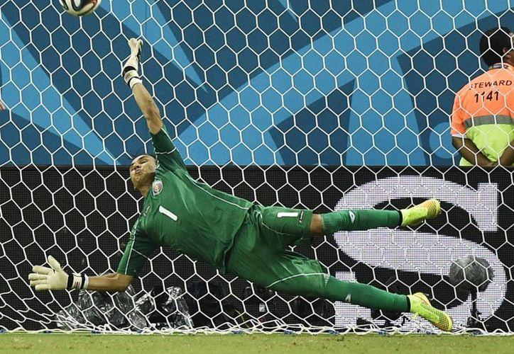 Brasil 2014 se convirtió en el tercer Mundial con más goles en la historia del futbol. En la imagen Keylor Navas (Costa Rica) trata de detener un penal. (AP)