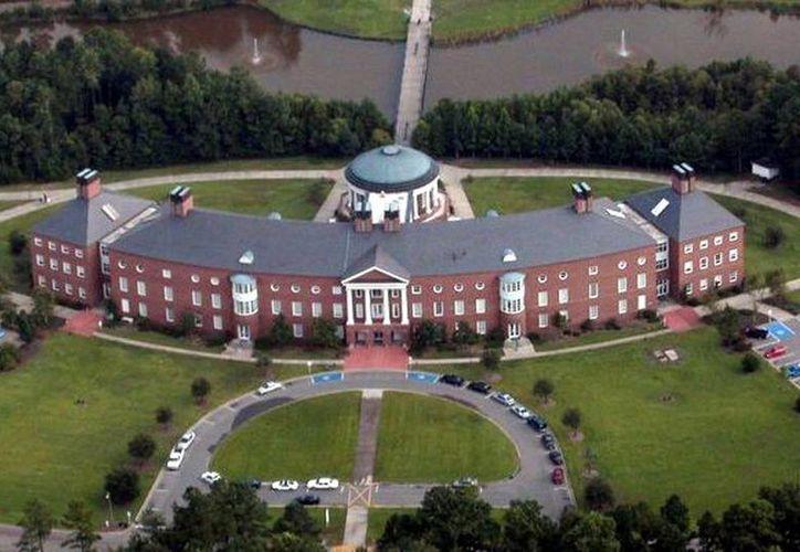 El campus de la universidad no fue cerrada pero  la escuela emitió un alerta más tarde diciendo que sí lo estaba. (Internet)