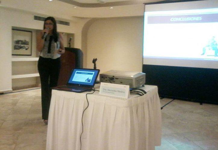 La especialista en Endocrinología Pediátrica, Mercedes Medina Aguilar, aseguró que la comunicación entre padres e hijos en esta etapa es fundamental. (Coral Díaz/SIPSE)