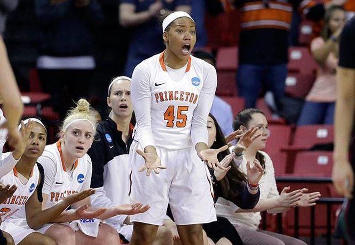 Las amenazas contra Leslie Robinson, sobrina del presidente Barack Obama, derivaron en mayores medidas de seguridad en un partido de basquetbol juvenil. (Foto: AP)