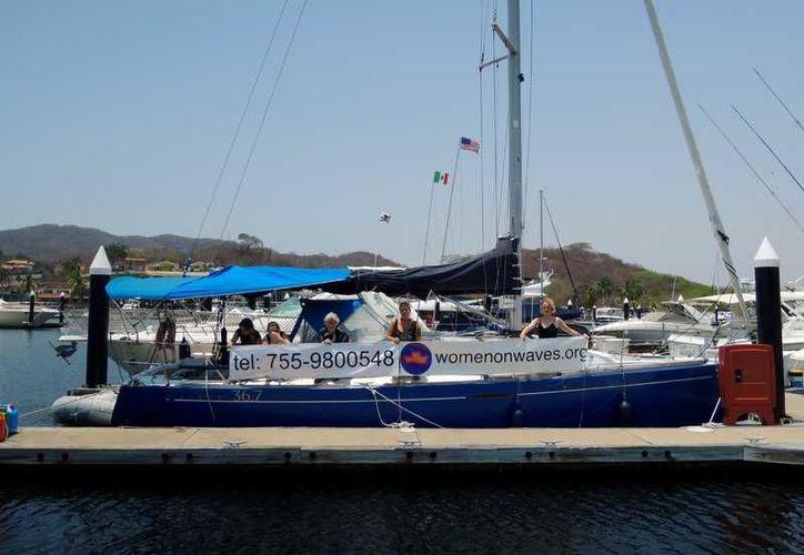 El barco inició su campaña en el país y ya navega en aguas internacionales. (Facebook/Women on Waves)