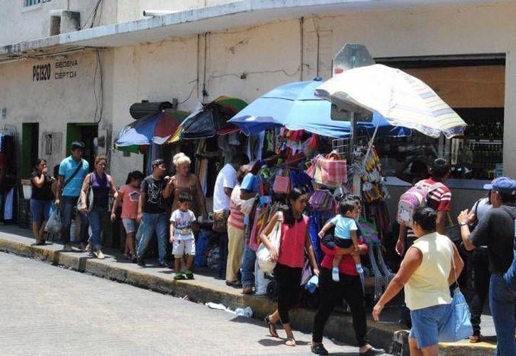 El ambulantaje es un problema creciente en el Centro Histórico de Mérida, donde la corrupción es un factor clave. (SIPSE)