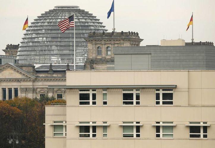 De acuerdo con Der Spiegel, en Alemania había dos centros de espionaje de EU (Berlín y Frankfurt), además de otros en París, Praga y Ginebra. (Agencias)
