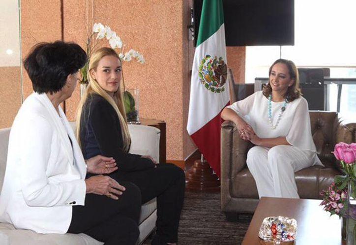 Lilian Tintori y la canciller de la SRE hablaron sobre la situación que prevalece en Venezuela y expresaron su preocupación por el clima de división y enfrentamiento que se acentúa día con día en Venezuela. (Tomada de Twitter @ruizmassieu)