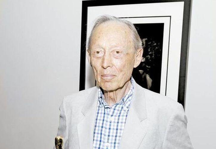 Dick Smith, acompañado de su premio Óscar, hizo magia con sus maquillajes en Hollywood. (Milenio Novedades)