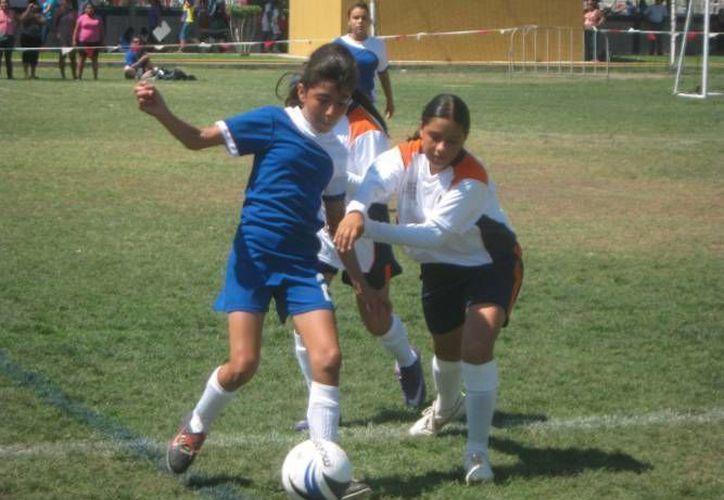 La capital del estado ya tiene listos los escenarios para albergar el fútbol y las luchas asociadas. (Redacción/SIPSE)
