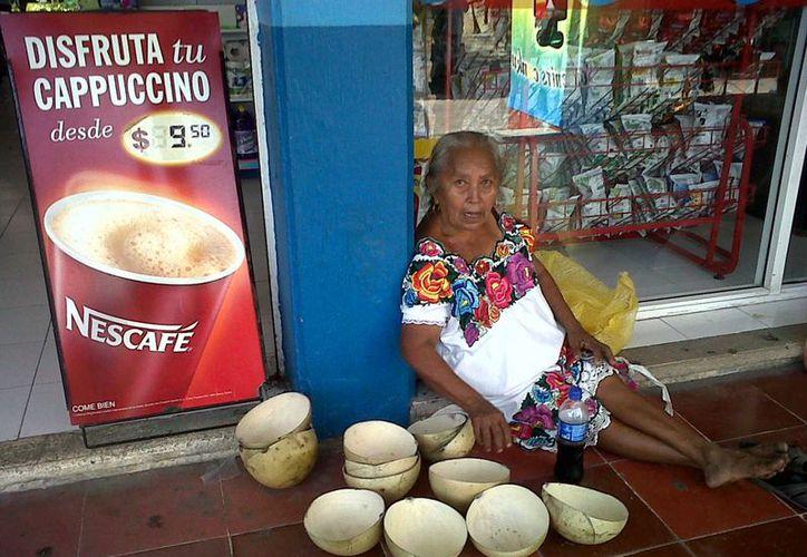 La mujer de 63 años de edad es originaria de Xcan, Yucatán. (Tomás Álvarez/SIPSE)