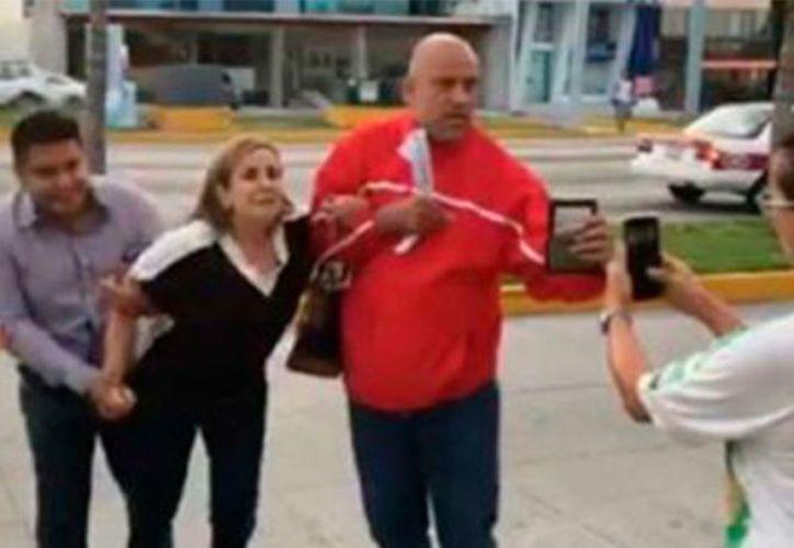 Ministeriales intentaron detener a una doctora por error en Veracruz. (Captura YouTube).