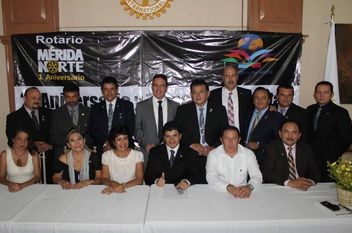 Festejando el primer aniversario y cambio de directiva del Club Rotarios Mérida Norte