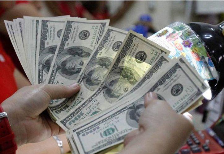 En Mérida se compró a 12.98 pesos y se vendió en 13.09 pesos. (Archivo/Reuters)
