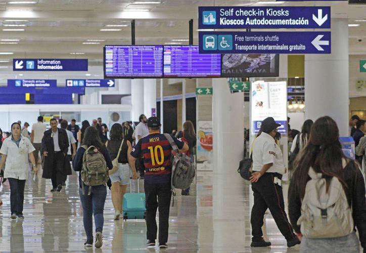 En el rubro de pasajeros nacionales registraron un incremento de 25.7%. (Alejandro García/SIPSE)