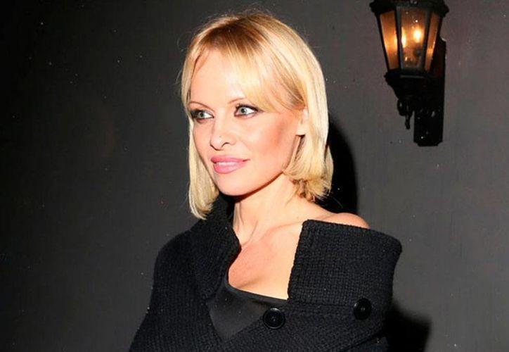 Pamela Anderson luce mucho más joven con su nuevo look. (excelsior.com.mx)