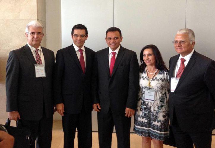 Ayer en el DF, el gobernador Rolando Zapata anunció la creación del Instituto Yucateco del Emprendedor. (Cortesía)