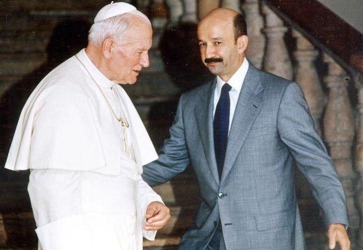 Juan Pablo II y Carlos Salinas de Gortari protagonizaron el restablecimiento de las relaciones diplomáticas, en 1992. Con ello, el presidente mexicano daba un mensaje al mundo de apertura, tolerancia y pluralidad, dos años antes de la firma del TLC. (Archivo/Excelsior)