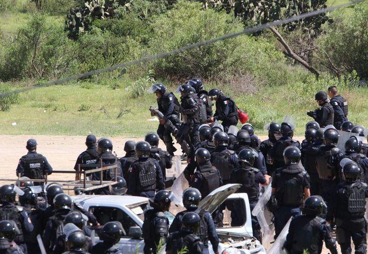 La dispersión de un plantón en el municipio de Nochixtlán generó un enfrentamiento con la policía, el cual dejó un saldo de ocho personas muertas. (Agencias)