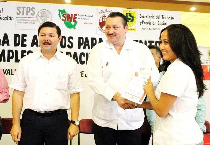 Enrique Castillo Ruiz estuvo acompañado del alcalde de Valladolid, Roger Alcocer. (SIPSE)