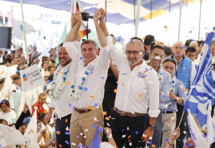 Imagen de Antonio Gali Fayad, candidato a la gubernatura de Puebla por la coalición Sigamos Adelante, realizó su cierre de campaña en Amozoc, Puebla, acompañado por Santiago Creel, Javier Lozano, Fernando Herrera y Jesús Giles. (Notimex)