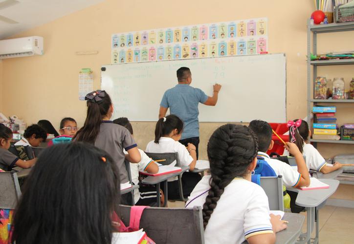 Se otorgó un aumento del 4.45 por ciento para el personal docente de educación básica. (Archivo/Sipse)