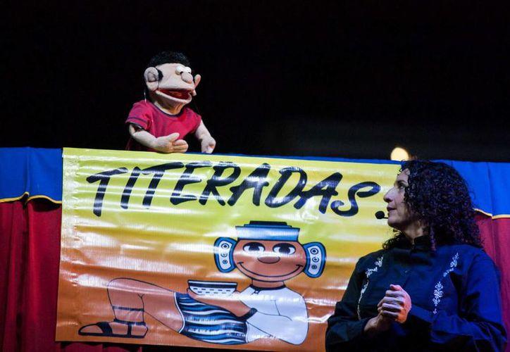 Andrea Herrera encabeza el colectivo de títeres que entregan contenidos positivos a los jóvenes y adultos en Yucatán. (Milenio Novedades)