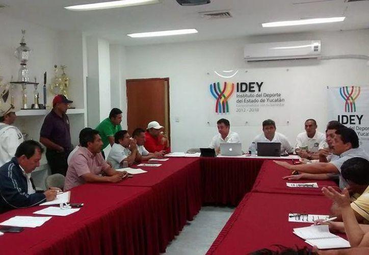 En reunión de representantes de equipos de la Liga 'Naxón Zapata' se dio a conocer la participación de una selección conformada por beisbolistas de la Liga Yucatán. (Milenio Novedades)