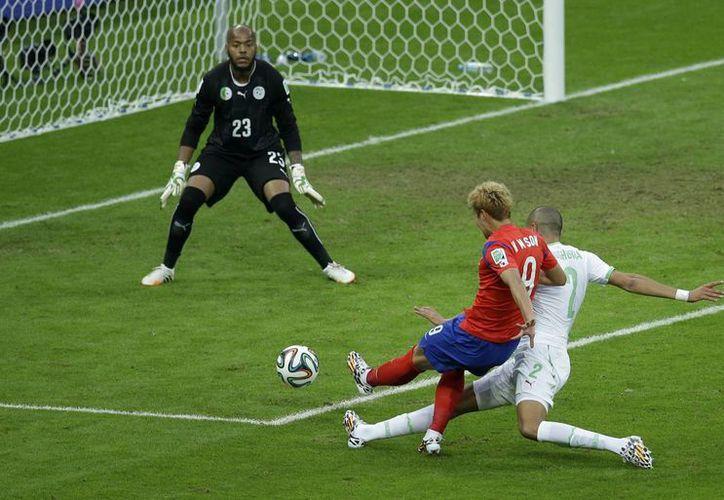 Corea del Sur comenzó 'a tambor batiente' el segundo tiempo con un gol de Keun-Ho Lee, que puso las cosas 3-1. (Foto: AP)