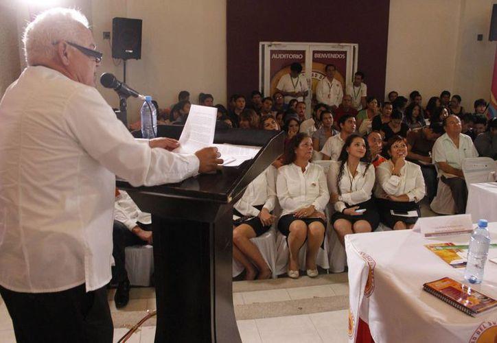 Acudieron estudiantes de la universidad y ponentes expertos en la cultura maya de Quintana Roo. (Tomás Álvarez/SIPSE)