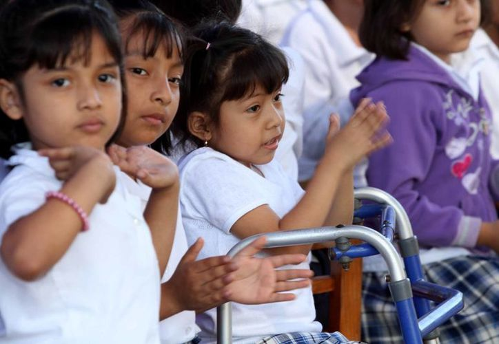 Las becas provienen de recursos propios del Ayuntamiento de Mérida y se otorgan en cinco pagos bimestrales. (Cortesía)