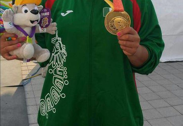 Rebeca Valenzuela dominó la prueba de lanzamiento de bala y se llevó la medalla de oro. (@CONADE)