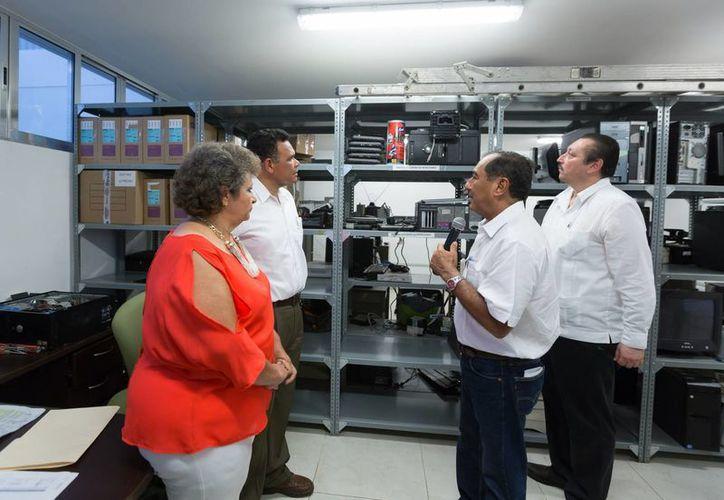 El gobernador Rolando Zapata presidió la entrega de apoyos a afectados por inundaciones, e inauguró instalaciones educativas en Valladolid además de entregar otro tipo de apoyos educativos. (Foto: cortesía)
