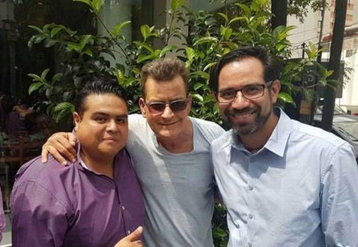 El actor estadounidense Charlie Sheen estuvo esta mañana disfrutando de Polanco y del cariño de sus fans en la Ciudad de México. (Milenio)