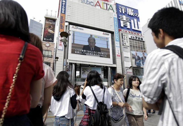El segundo mensaje televisado de Akihito desde que asumió el trono del Crisantemo causó gran expectación entre los japoneses. (AP)