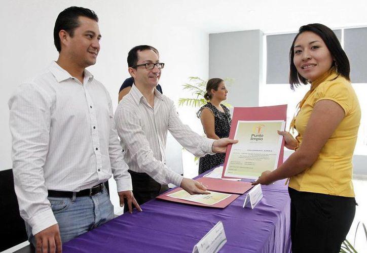 Están en proceso de ser entregados 10 distintivos más; los reconocimientos son elaborados en la ciudad de México. (Juan Palma/SIPSE)