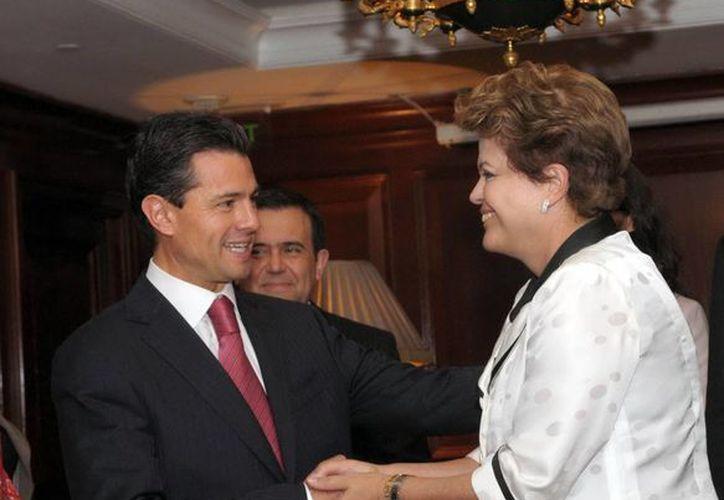 El presidente Enrique Peña Nieto durante su reunión con la presidenta de Brasil, Dilma Rousseff en el marco de la Celac y la UE. (Notimex)
