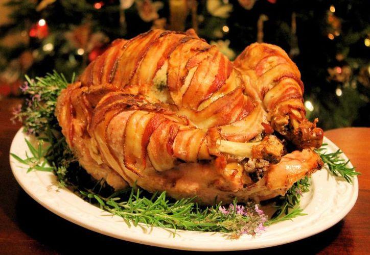 La figura y el buen comer cobran irrelevancia durante los festejos decembrinas. (Foto/Internet)