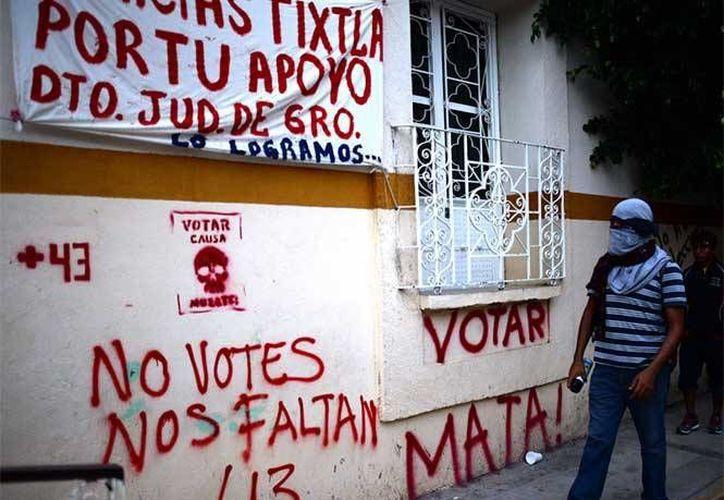 En Tixtla, Guerrero, se reportó el hurto y quema de 14 casillas electorales. (excelsior.com.mx)