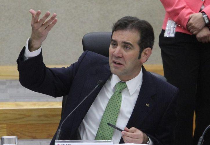 El INE determinó que los recursos para los candidatos independientes se entregarán a partir del mes de abril. En la imagen, el consejero presidente Lorenzo Córdova. (Notimex)