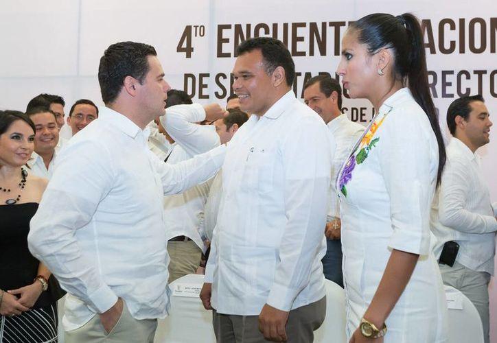 El gobernador Rolando Zapata visitará unidades productivas este jueves en la carretera Sinanché-Yobaín.