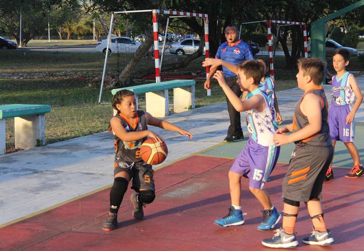 Las instalaciones de la máxima casa de estudios vibraron esta semana con el desarrollo  de esta Liga del deporte ráfaga infantil. (Miguel Maldonado/SIPSE)